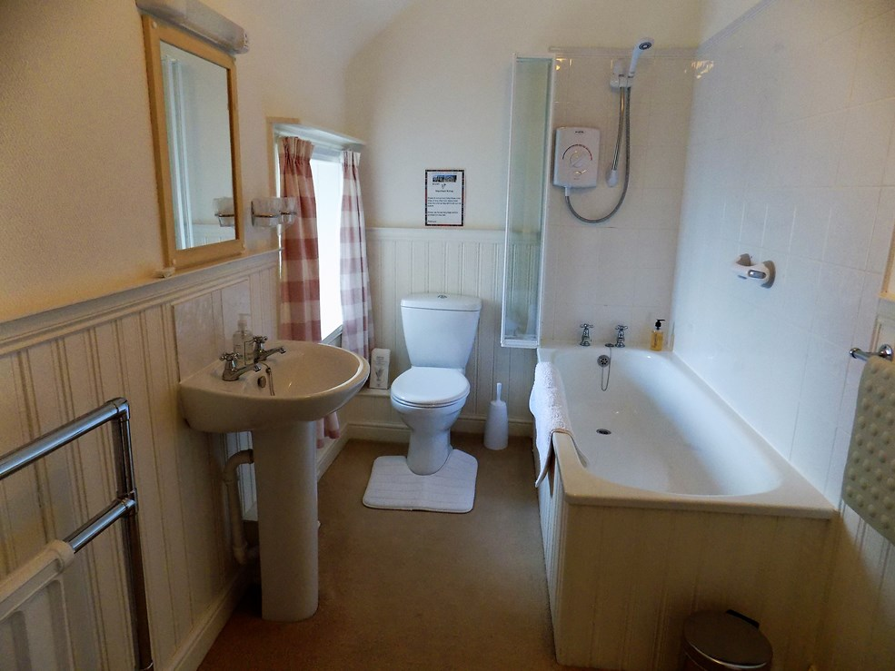 En-suite bathroom 'Bluebell'