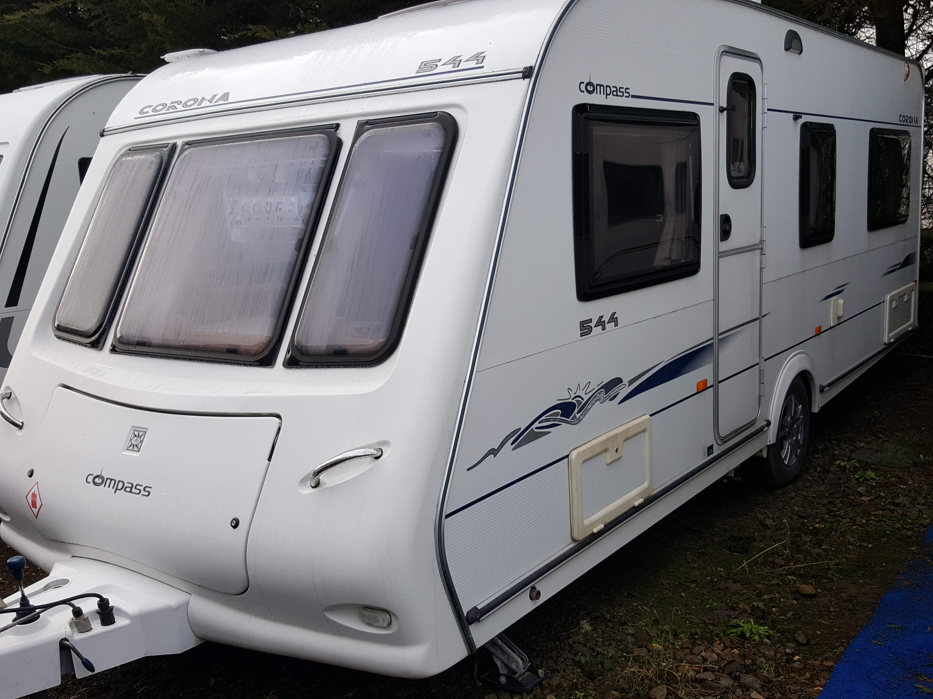 2007 Compass Corona 544 Fixed Bed, Motor Mover, Solar Panel