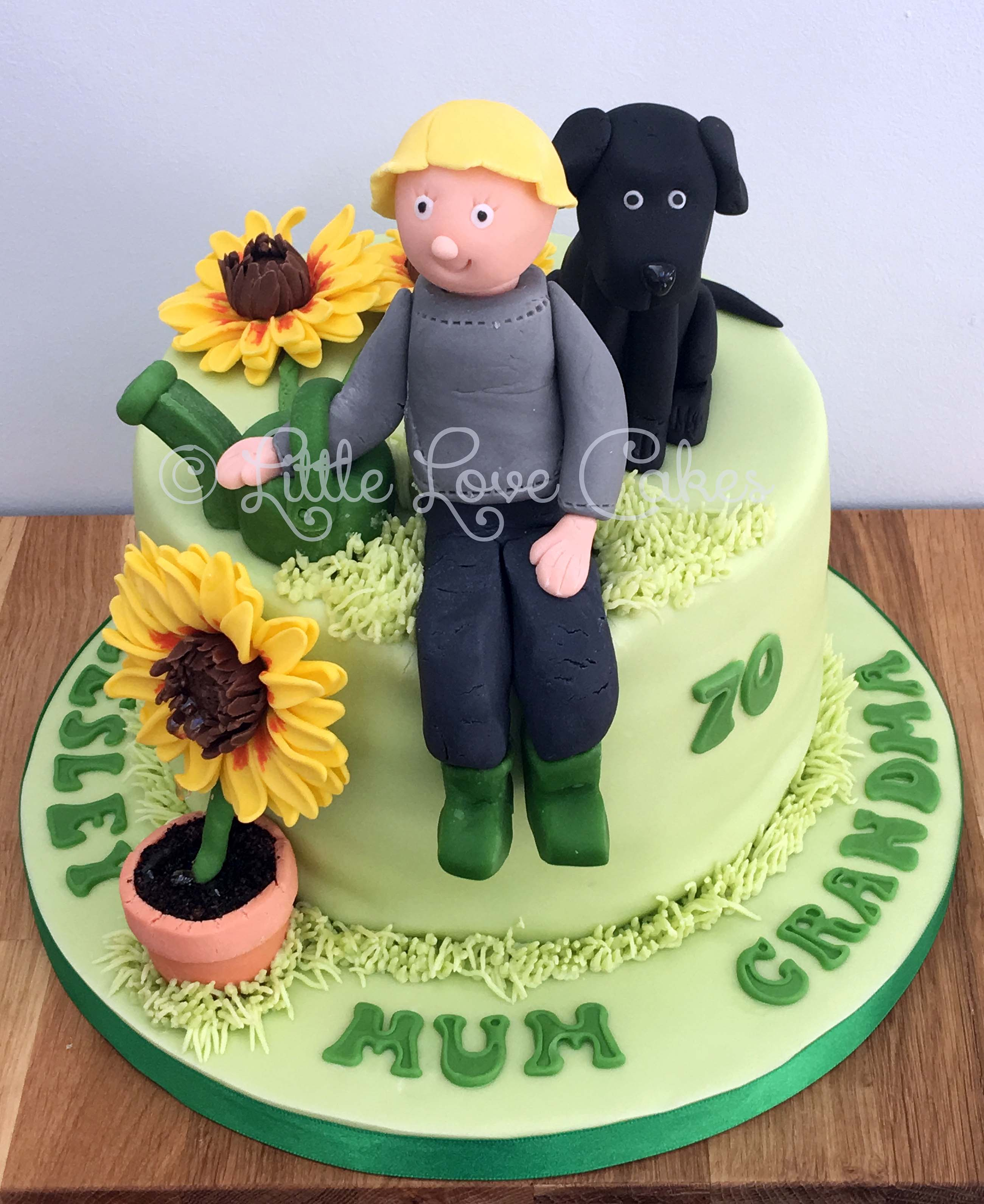 Sunflower and a black labrador cake