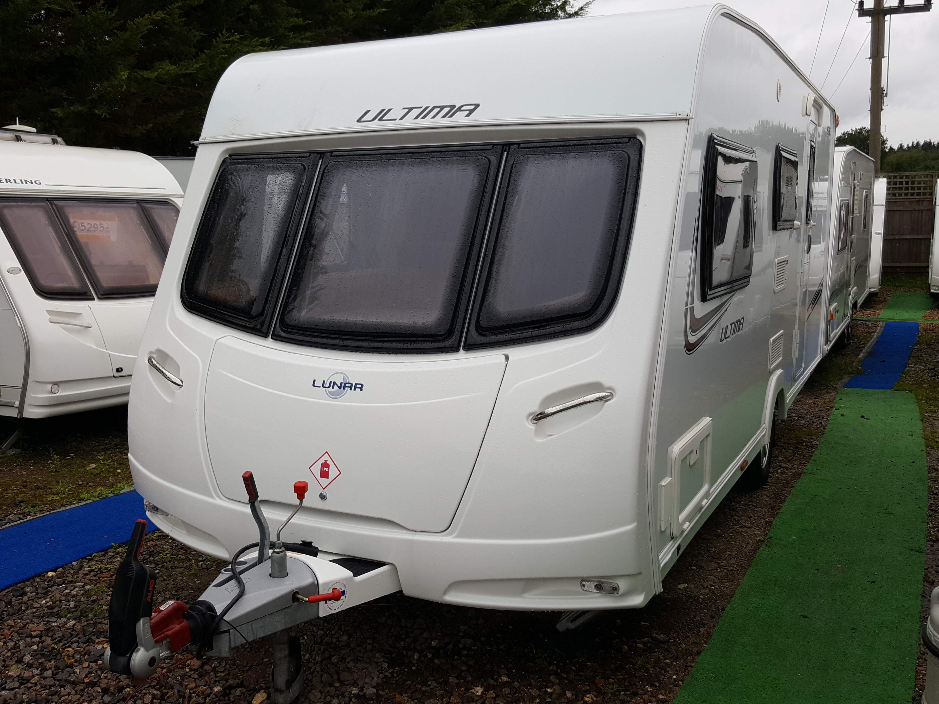 SUPERB 2013 Lunar Ultima 524 4 Berth Side Dinette End Washroom Caravan NOW REDUCED!!