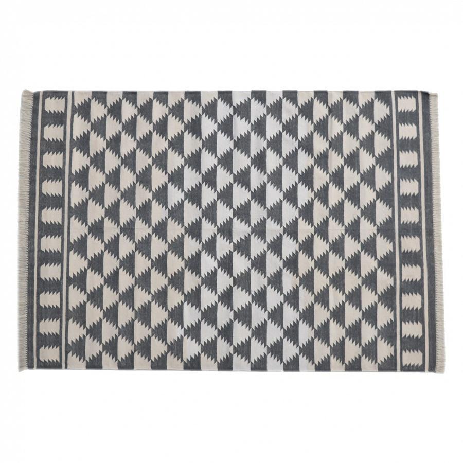 Black White Diamond Pattern Rug With Tassels