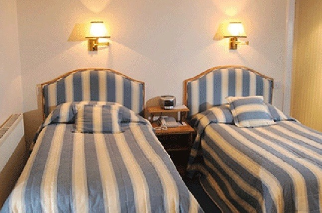 A twin bedroom in the Selkirk Arms Hotel, Kirkcudbright