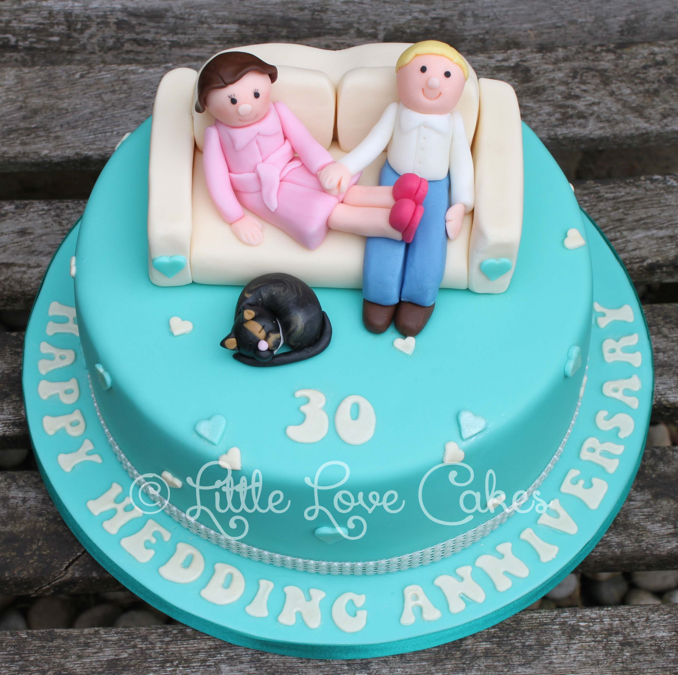 30th anniversary couple on a sofa cake