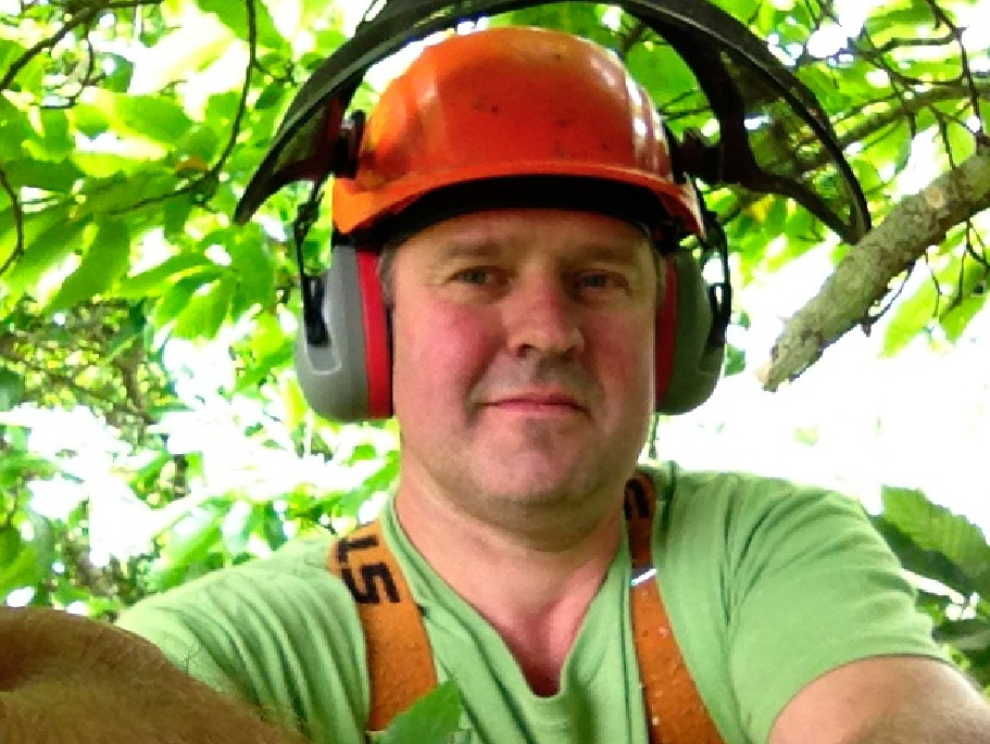 Julian Schad Tree Surgeon in the Perth and Stirling areas