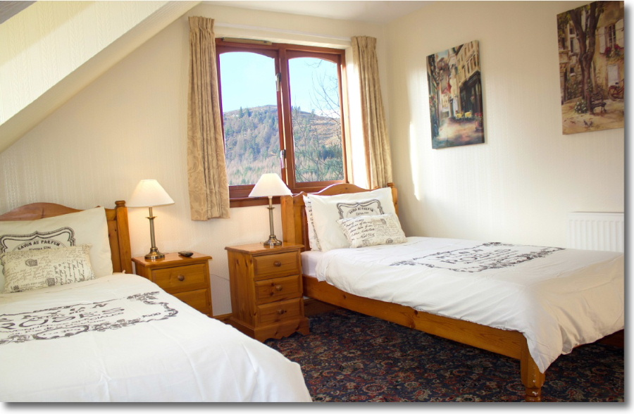A comfortable twin guest room at Lorien House Bed & Breakfast Fort Augustus, Scotland