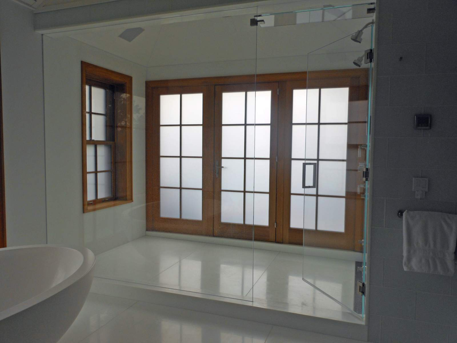 50. ELECTRIC I-GLASS BATHROOM
