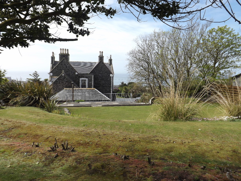 Braefield House Portpatrick self catering holiday accommodation - The grounds at Braefield House, Portpatrick