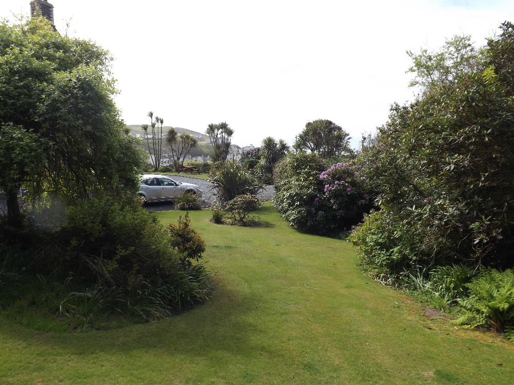 Self Catering Holiday homes Portpatrick - The well-maintained gardens at Braefield House, Portpatrick
