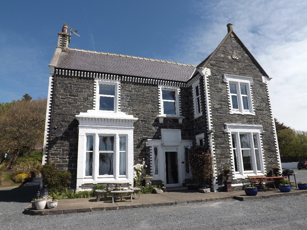Self catering holidays Portpatrick - Braefield House Portpatrick a fine 7 bedroom Victorian house that can cater for up to 15 guests