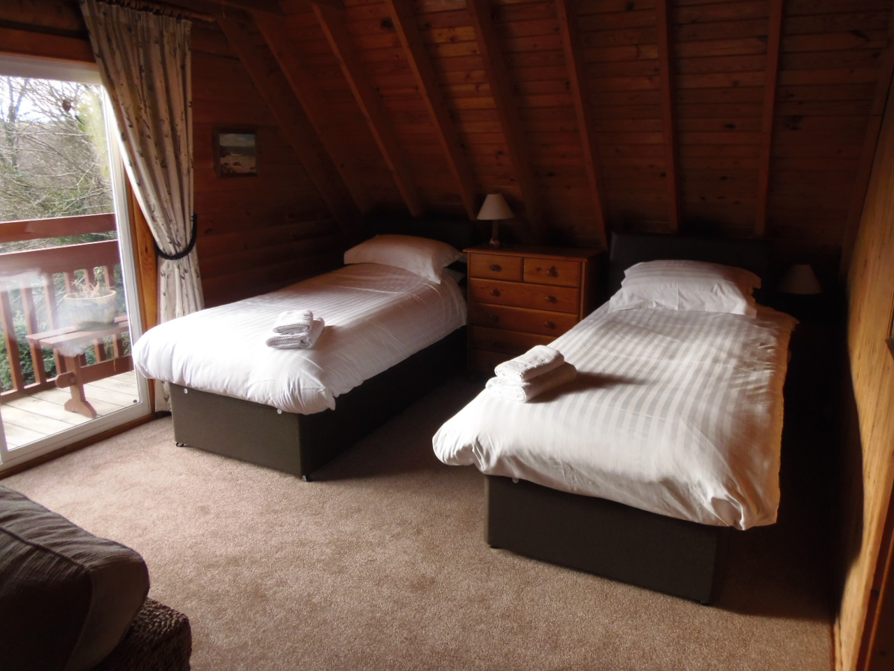 Owl Lodge - Upstairs Twin Bedroom
