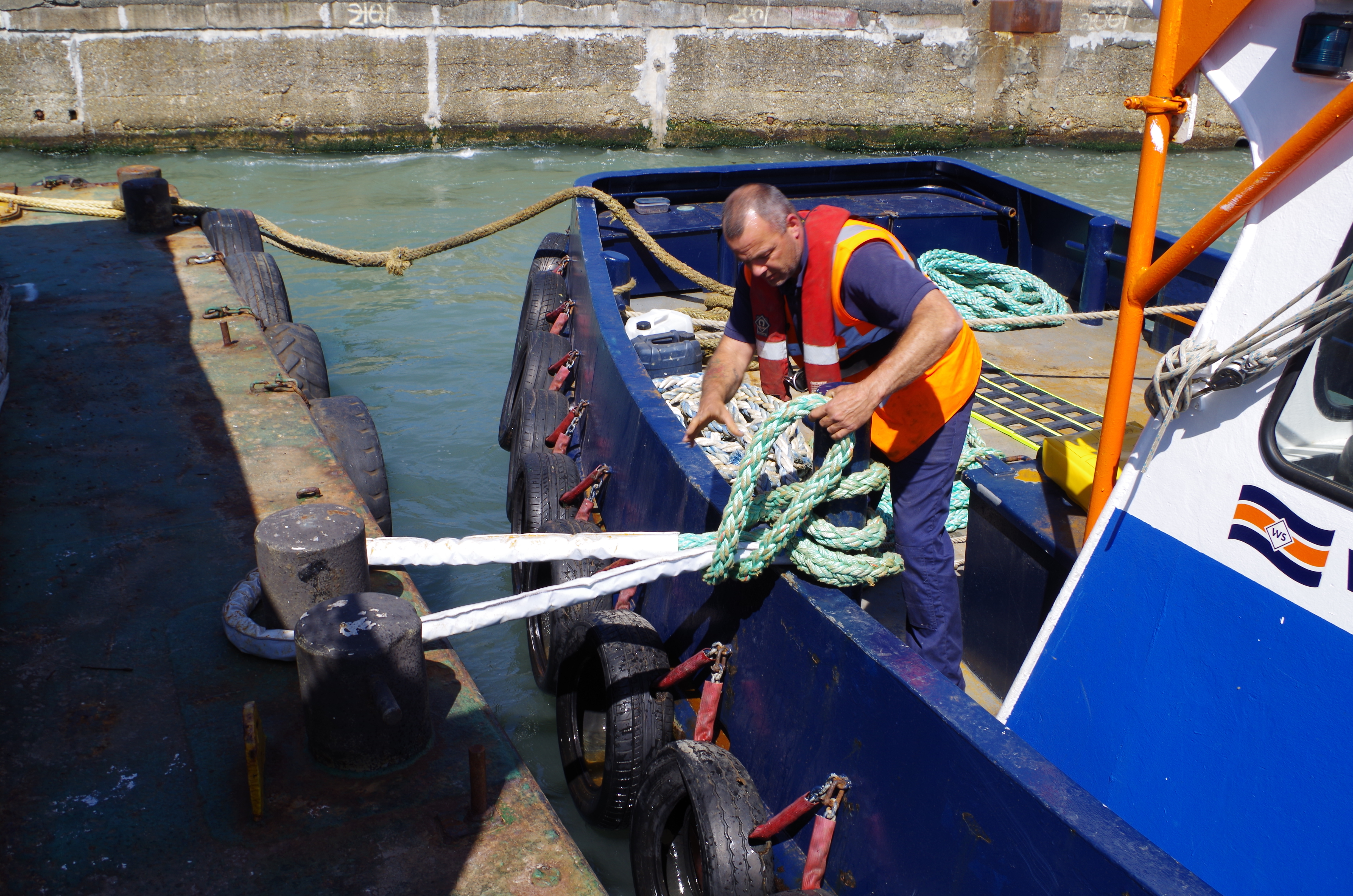 Knots and Rope Handling on Tugs