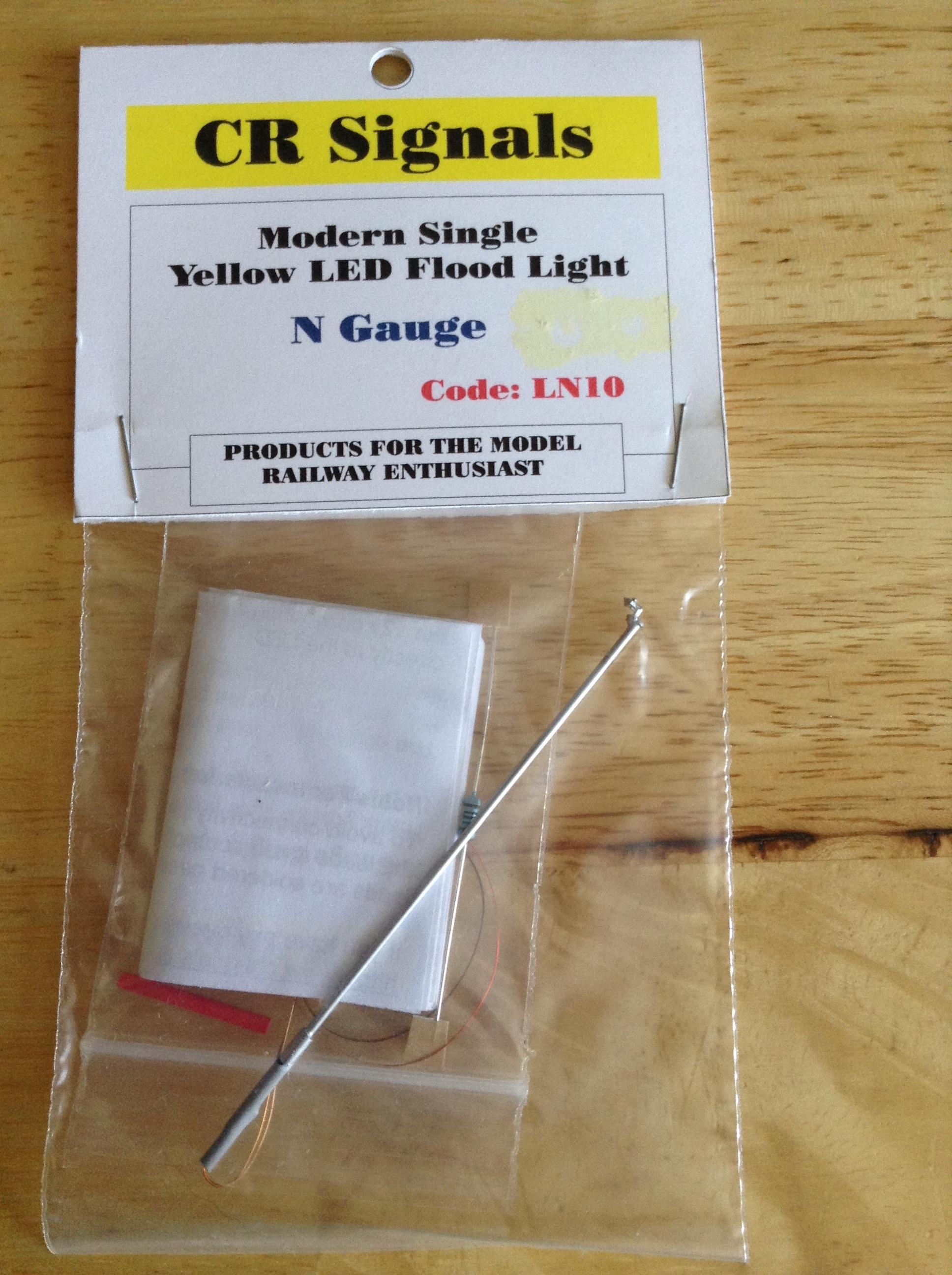 CRLN10 Modern Single Yellow LED Flood Light