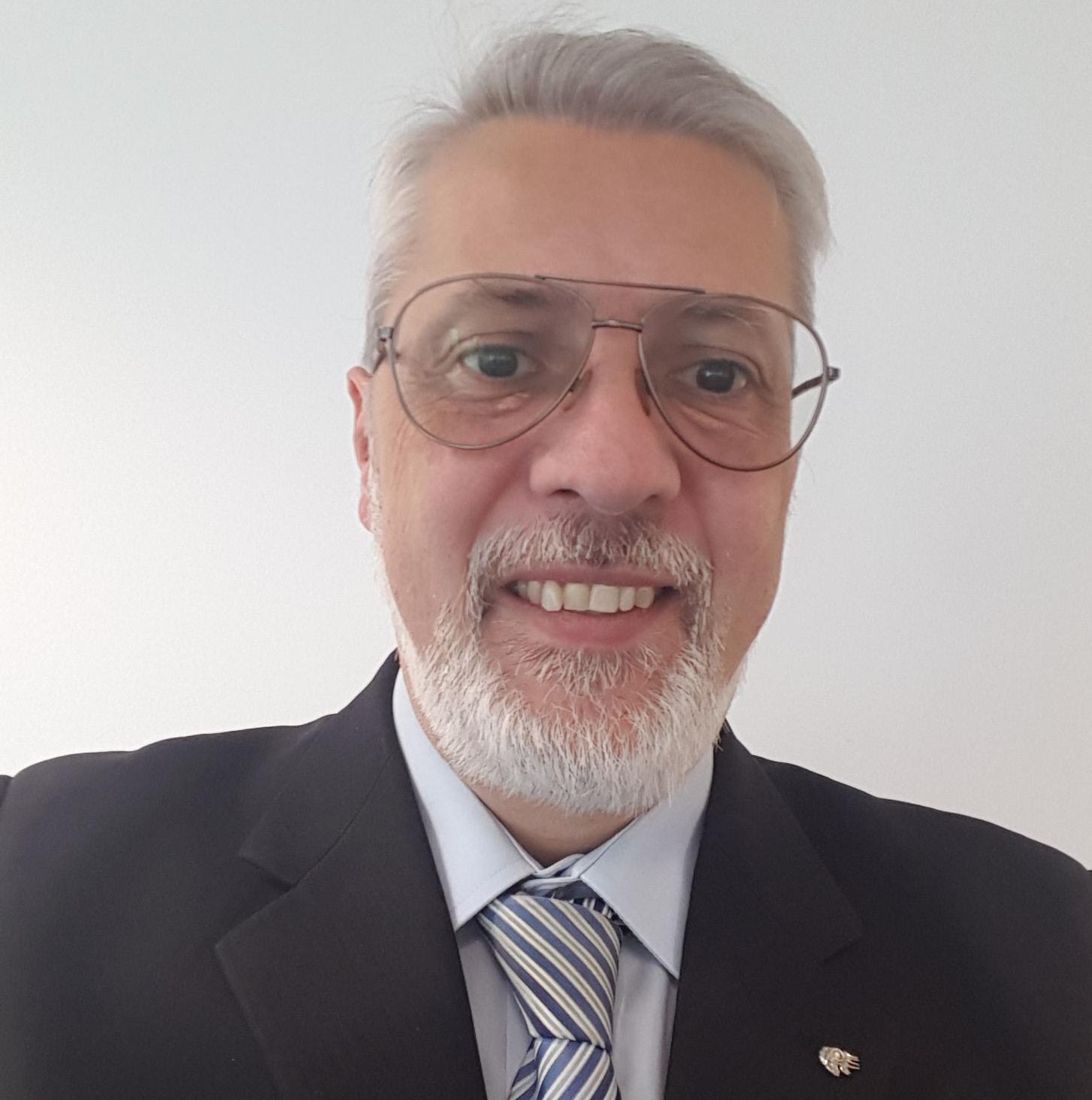 Dr David Fuschi