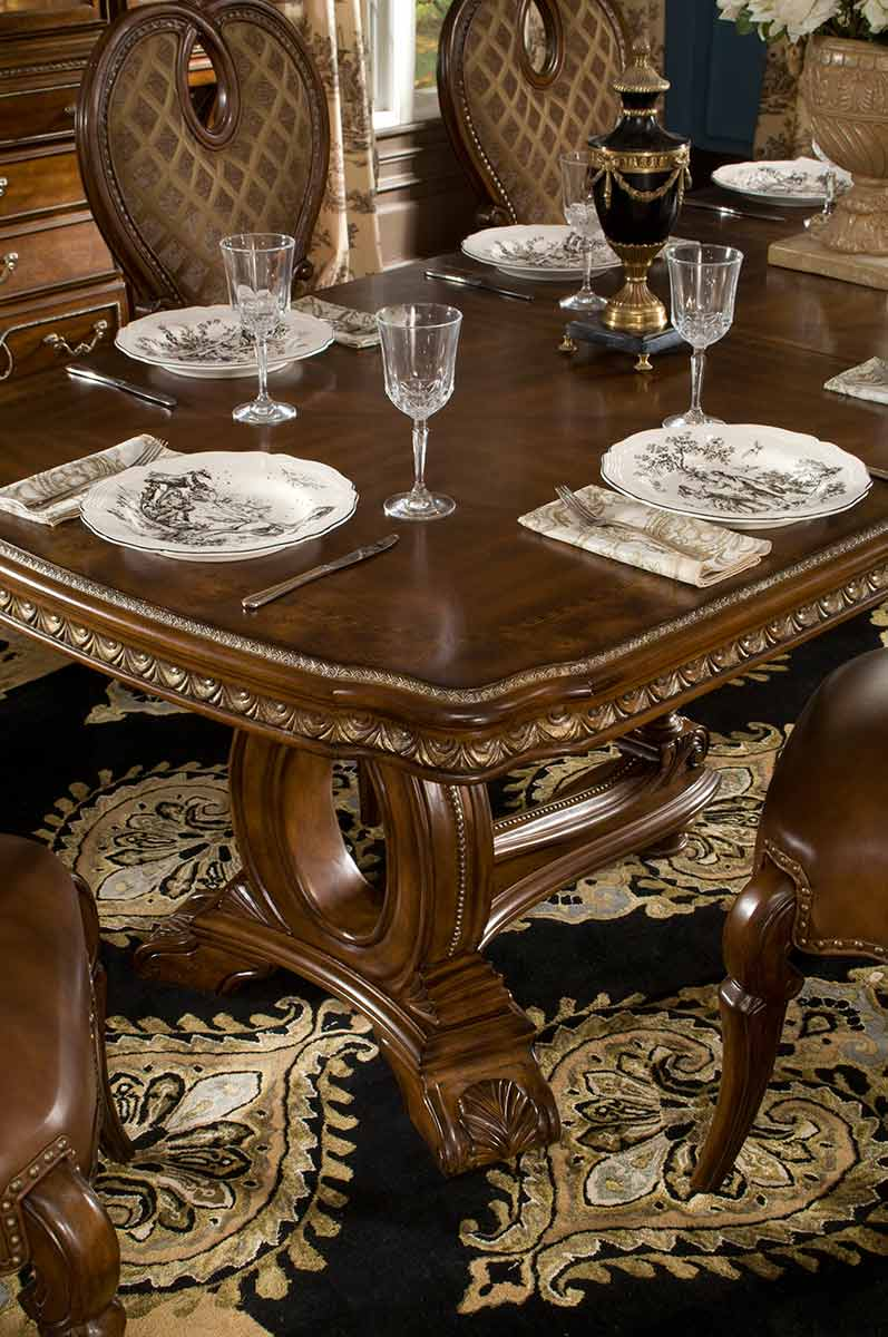 The Sovereign dining table