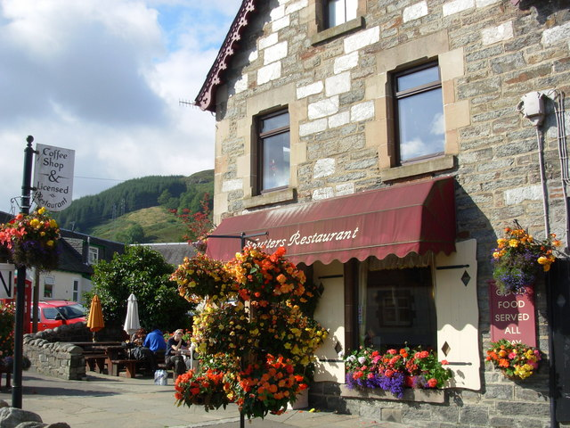 The Coffee Shop, Killin - photo: Gordon Elliott, with its magnificent display of flowers and hanging baskets