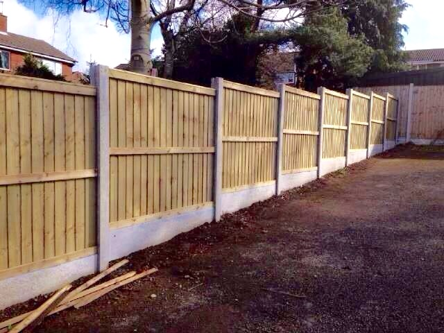 Fencing contractors Crewe DLP Paving and Fencing Sandbach