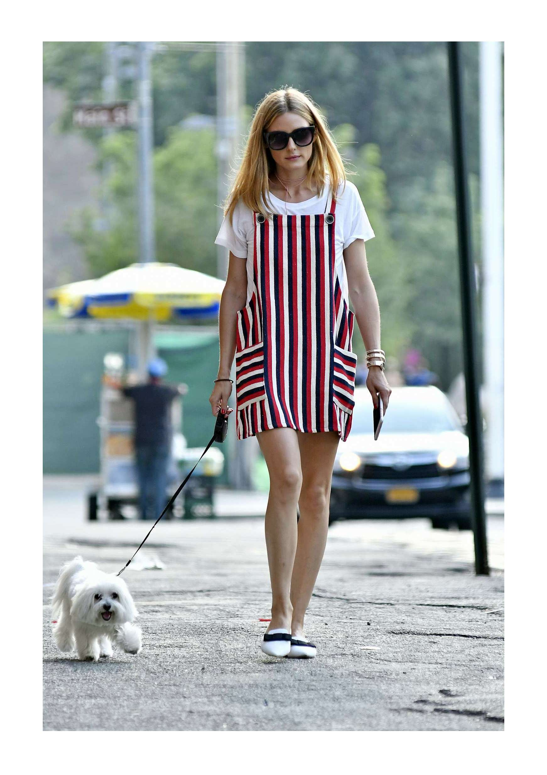 Olivia-Palermo-walking-her-dog--03.jpg