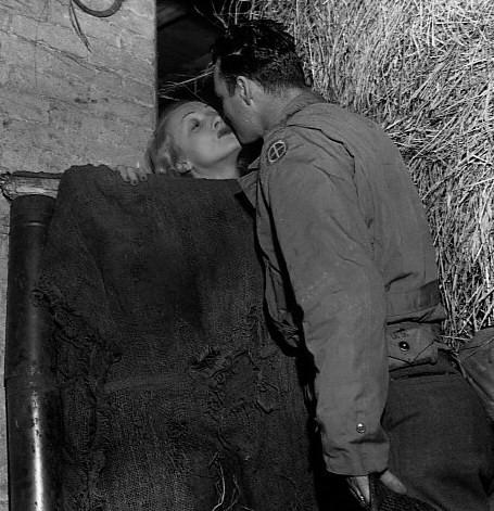 Marlene Dietrich France 1944