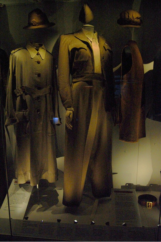 Marlene Dietrich war uniform