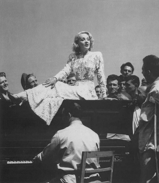 Marlene Dietrich Italy 1944
