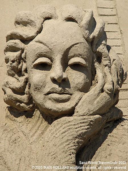 Marlene Dietrich sand sculpture Inaxi Holland