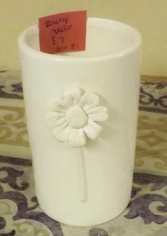 White vase with 3D daisy on the outside