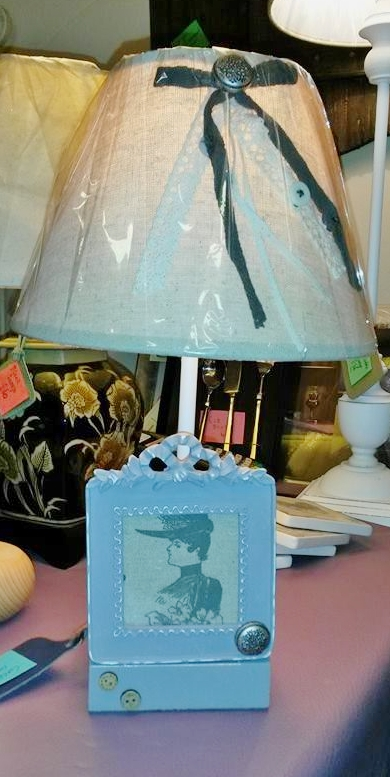 Table lamp with picture frame and bows on shade