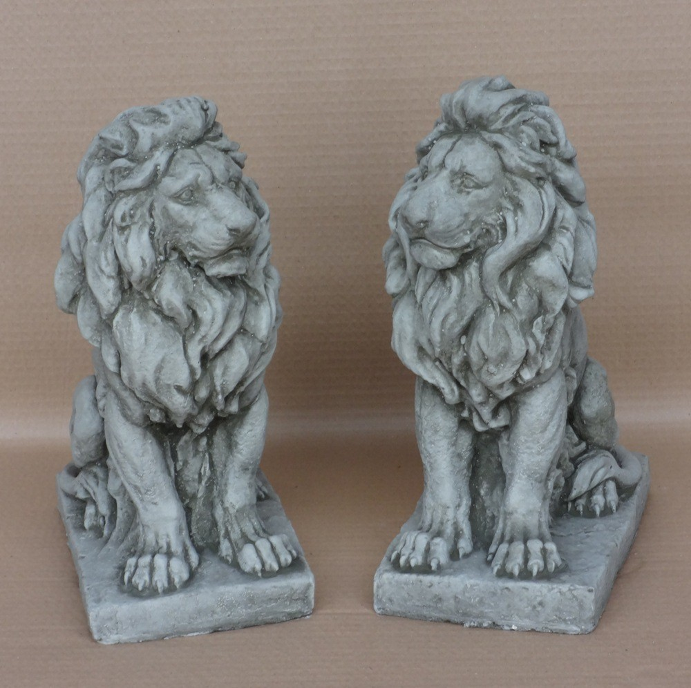 Pair of sitting lions small