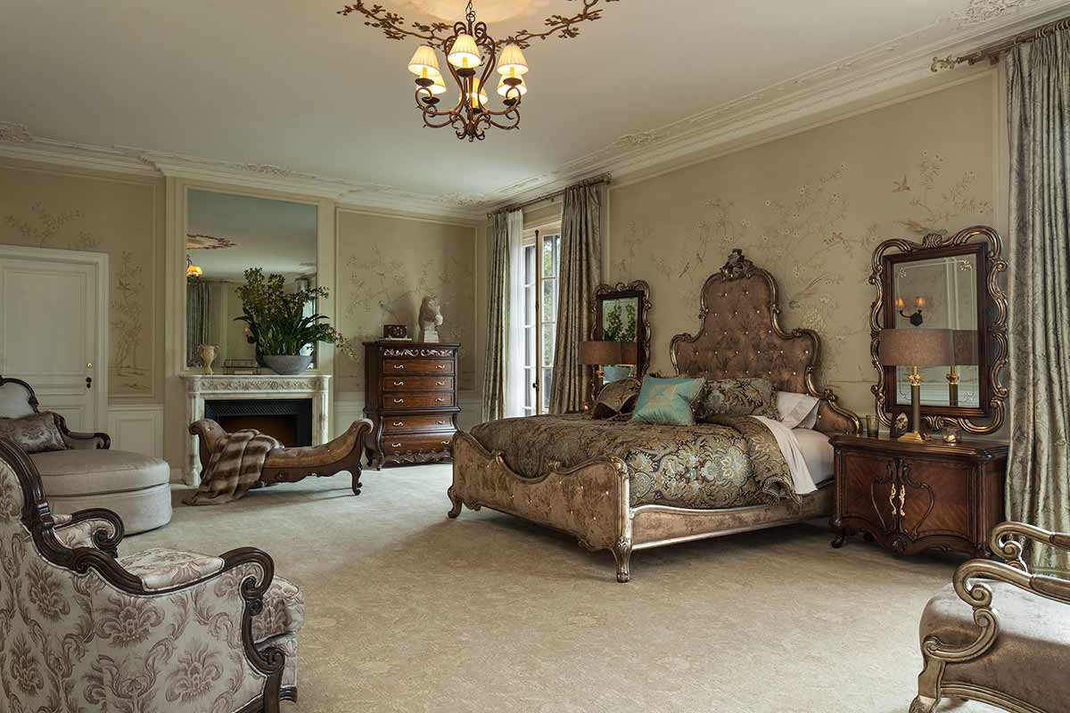 The Platine de Royale Espresso bedroom suite