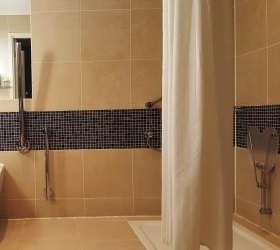 accessible hotel midland manchester shower
