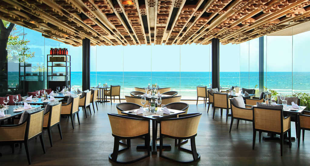 Accessible marriott Hotel Hua Hin Dining by Sea