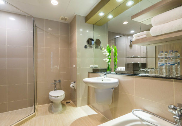 Accessible Marriott Hotel Phuket Bathroom