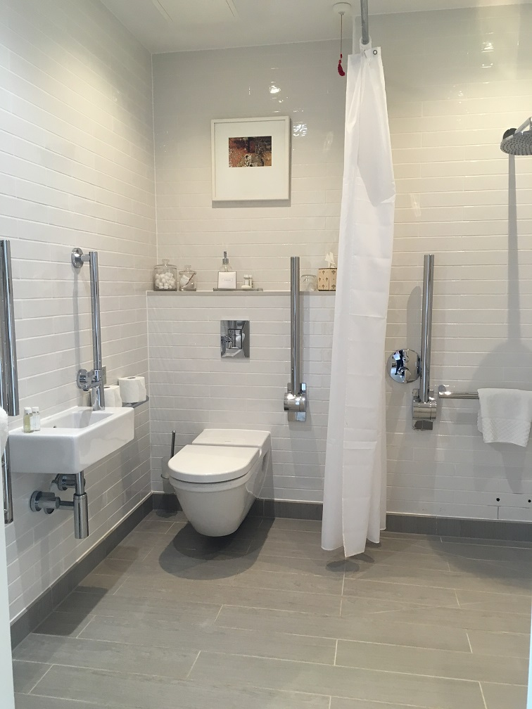 salcombe harbour accessible room bathroom