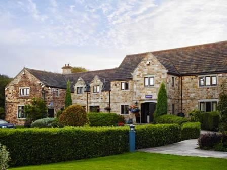 Accessible Hotel Tankersley Manor grounds