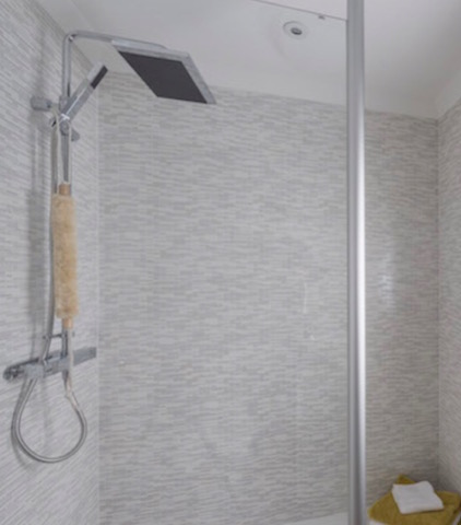 Contemporary Shower Head In A Regal Park Homes Bathroom Refit
