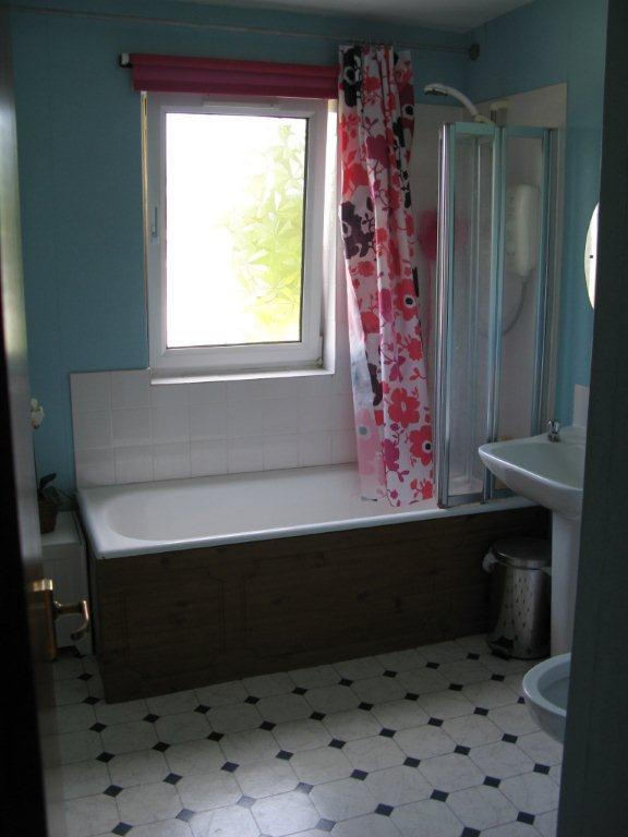 An ensuite bathroom