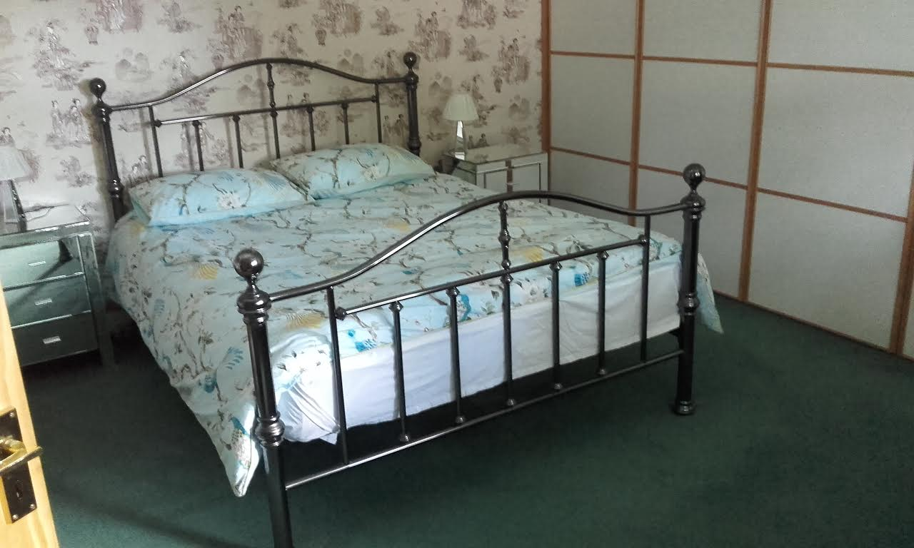 King size bed in Criffel Room