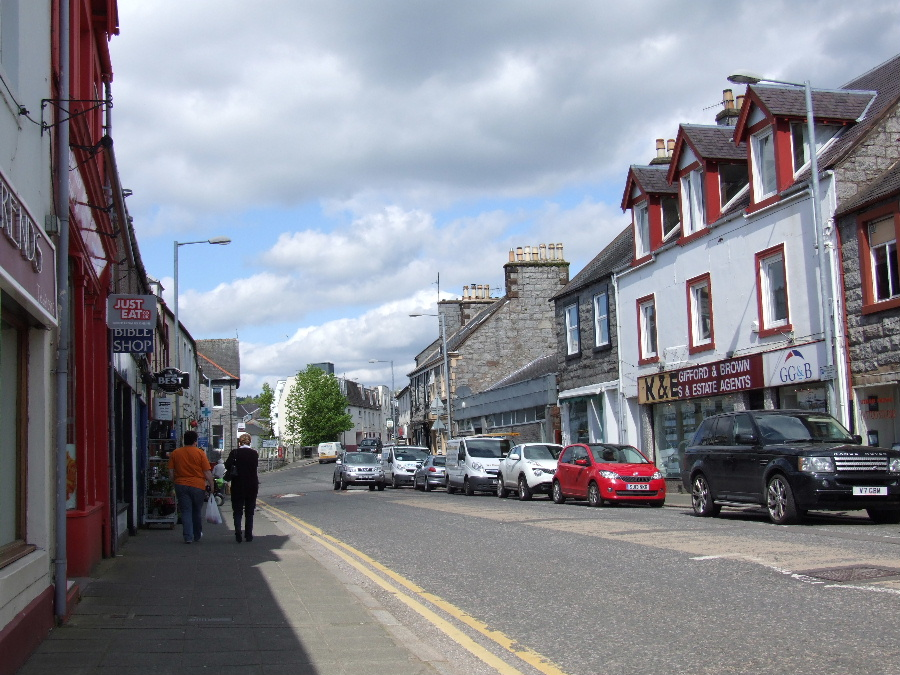Dalbeattie High Street and its shops