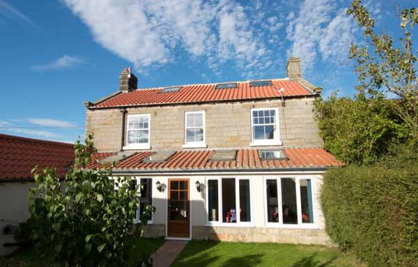 Grange Farm large child friendly holiday cottage outside Whitby , Yorkshire Coast, Self catering accommodation, Sleeps 8, 9, 10, 11, 12, 13, 14. Hawsker