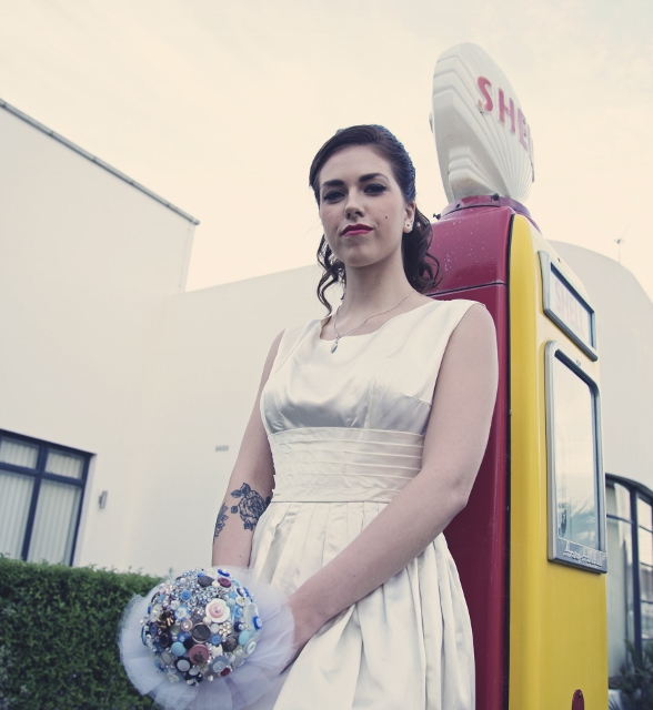 Contact brighton vintage wedding dresses for Sell your wedding dress fast