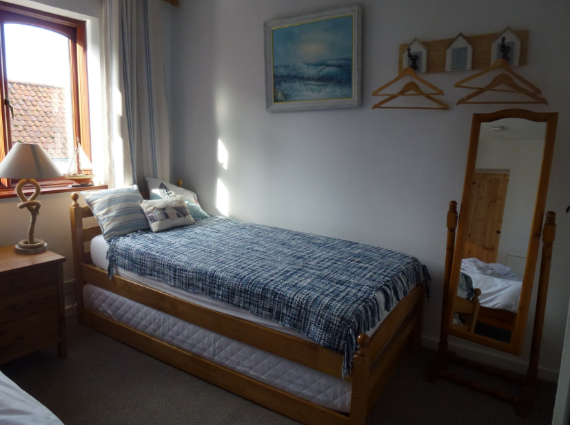 Port room 2 singles and double beds