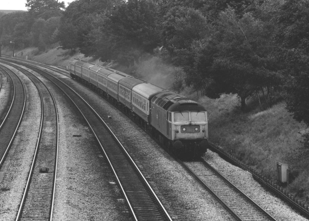 47105 passing Acton on the 12.25 Padd-Paignton 12/8/83  (C Marsden)