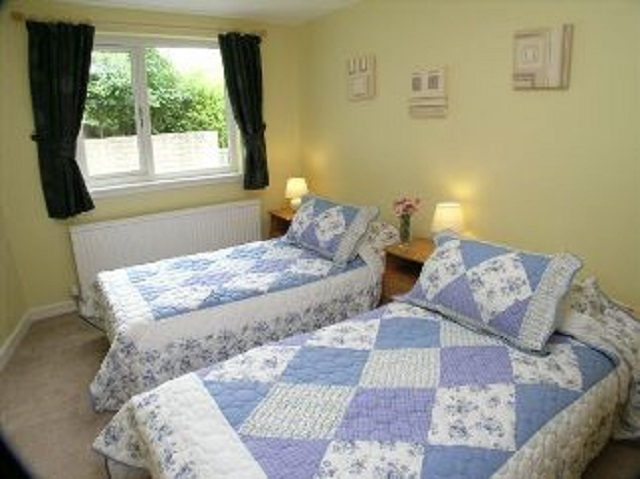 Kirkside Cottage, Twin bedroom