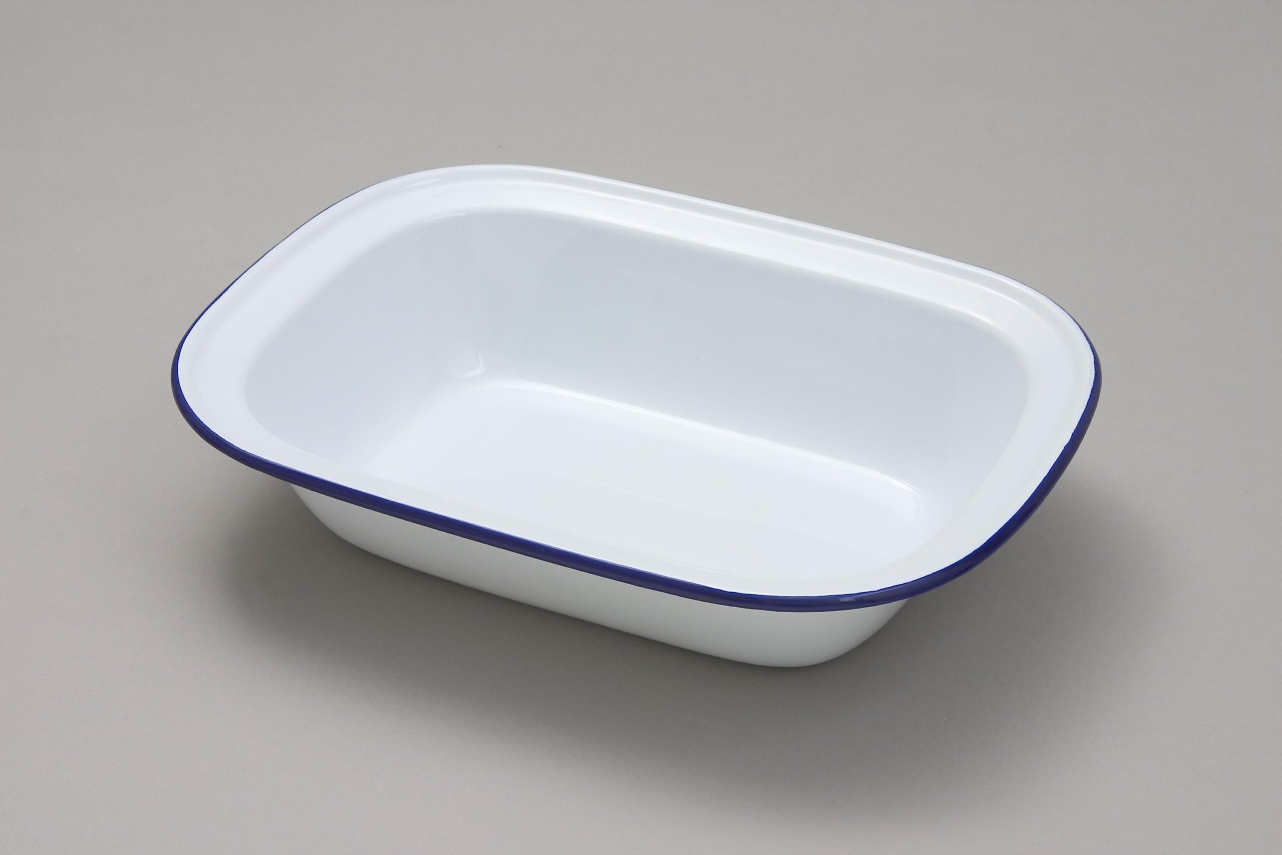 Falcon Enamel Oblong Pie Dish