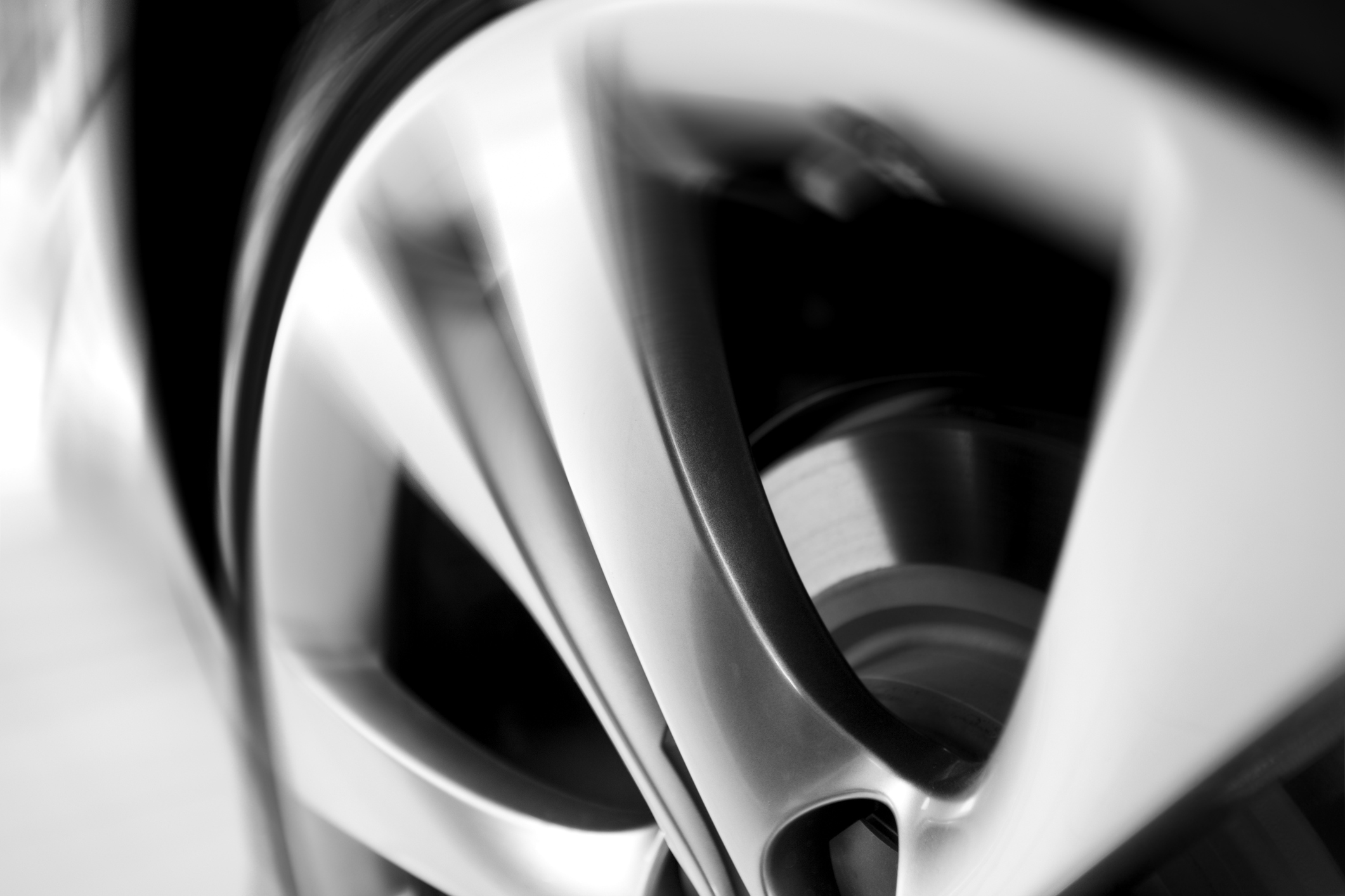 motion-blurred-car-wheeljpg
