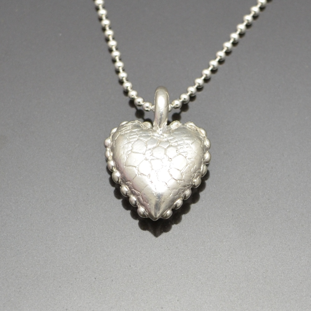 Pillow Heart Pendant by Tracey Spurgin of Craftworx Jewellery Workshops