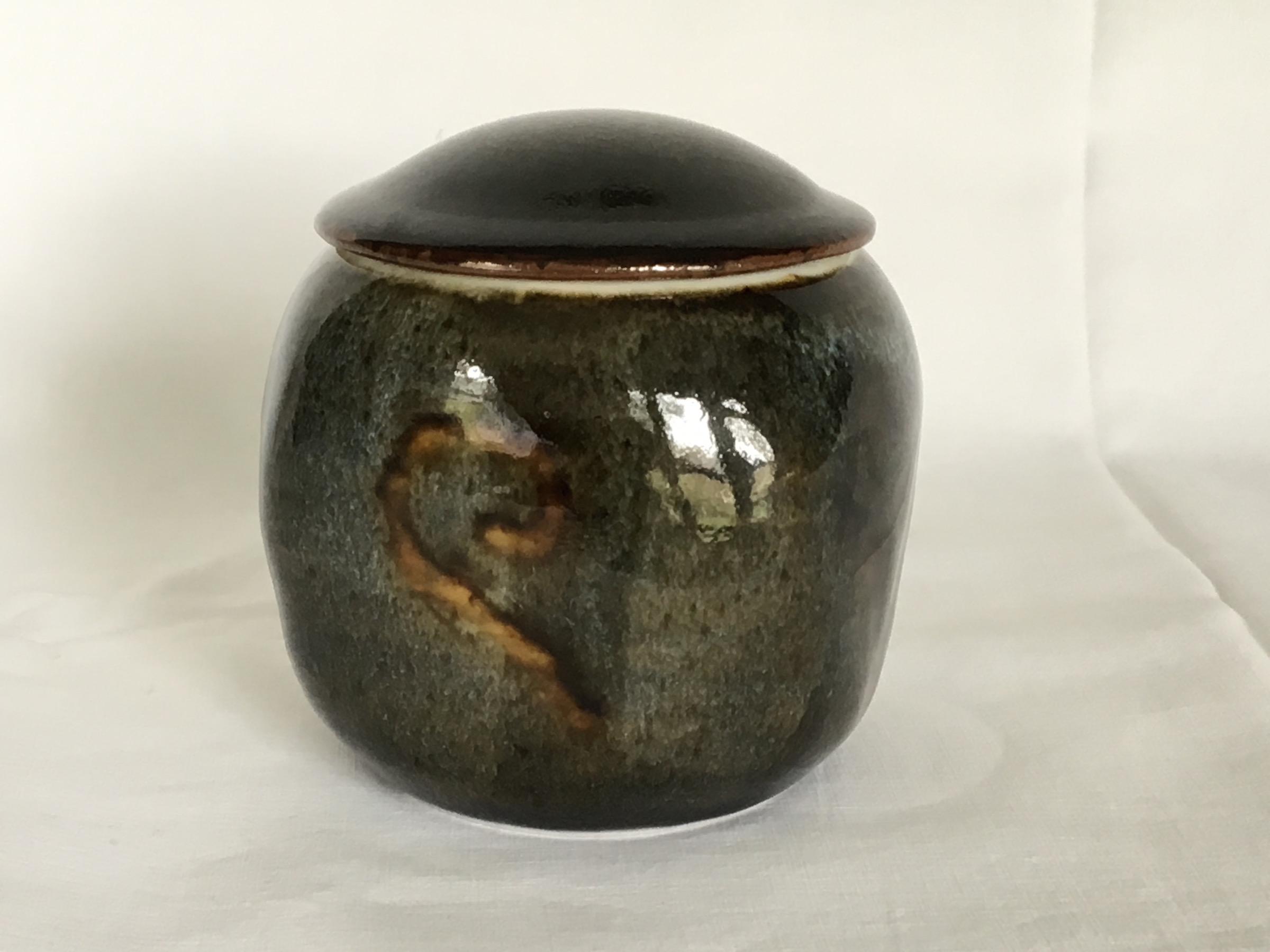 sqlidded jar oaktemjpg