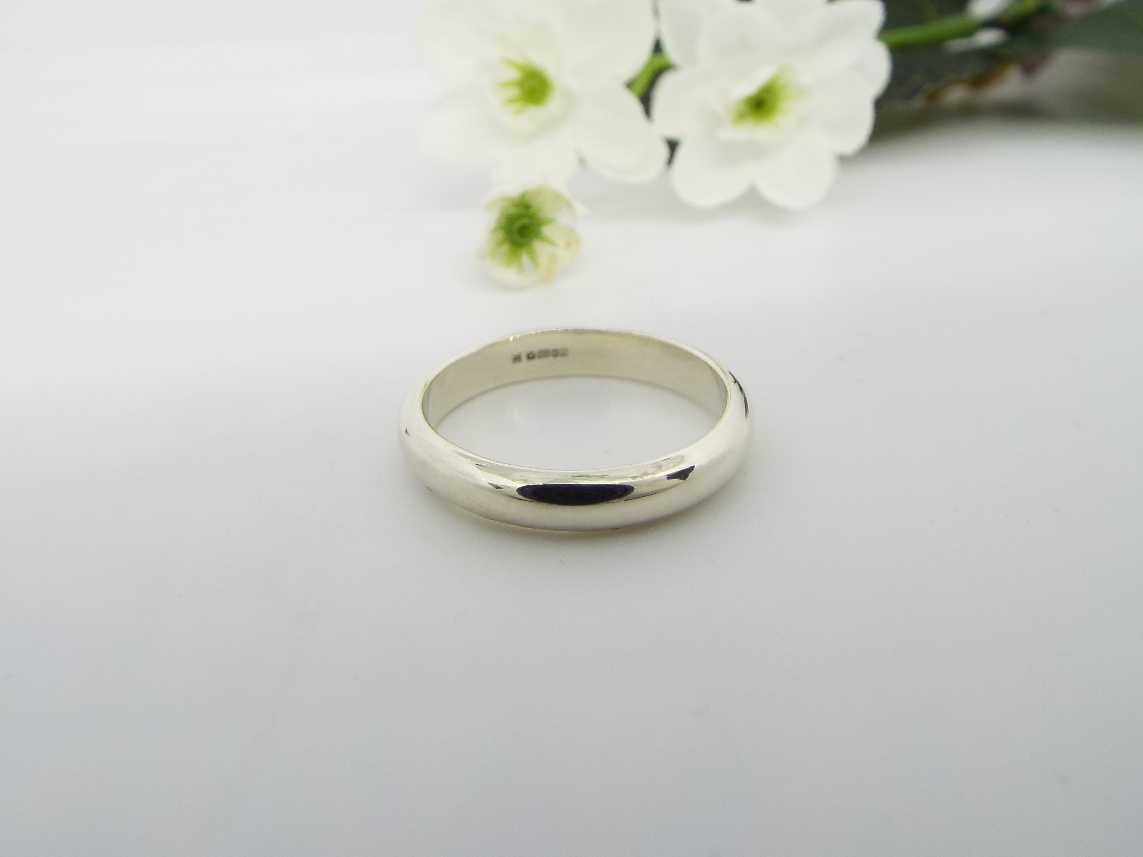 9ct White Gold Wedding Ring - Smooth polished - Wide