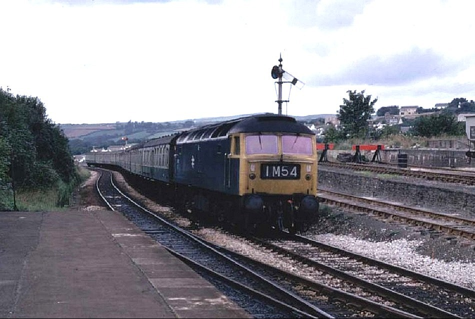 47105 arriving at Liskeard -  1M54 1205 Newquay - Nottingham 6 Sept 1975  (R Geach)