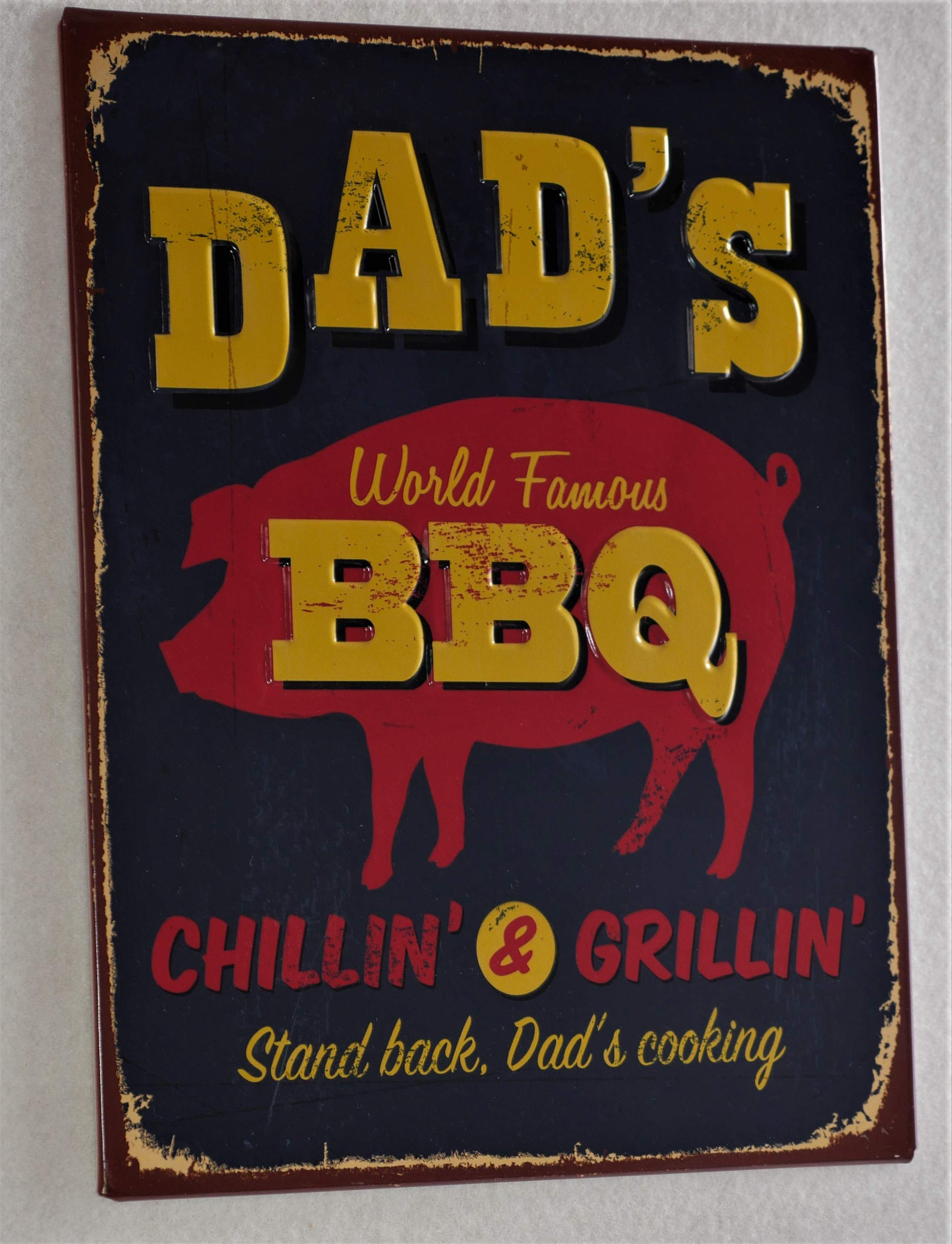Metal Dad's barbecue wall sign.
